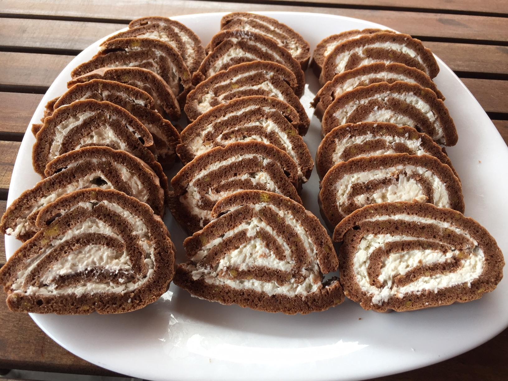 Smetanova rolada s kokosom brez glutena